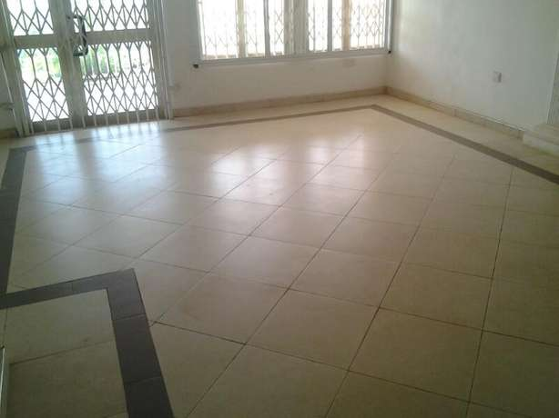 3bedrooms flat for rent at Adwaase behind Royal hotel 300ghc a month Kumasi Metropolitan - image 1