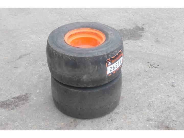 Rollmops 18.5x8.50-8 Banden met velgen
