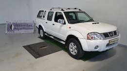 2013 Nissan Np300 2.5 Hardbody d/cab with a canopy
