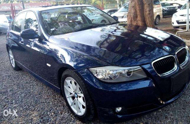S I-Drive Sunroof Fully Loaded BMW 320i sports Nice color Nairobi CBD - image 5