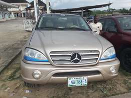 A very sharp 2005 mercedes benz ml350 for grab