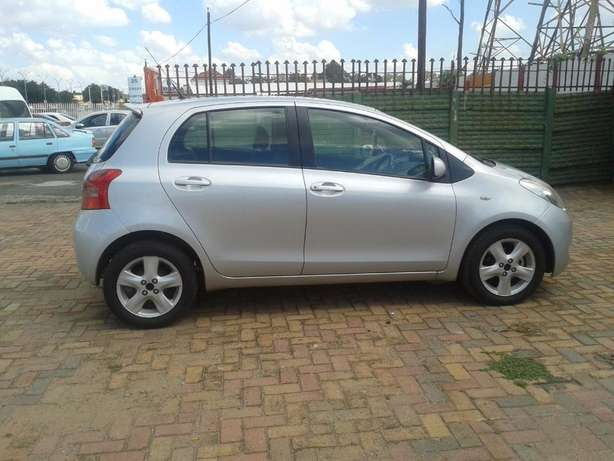 2008 Toyota Yaris T3 Automatic For Sale R70000 Is Available Benoni - image 1