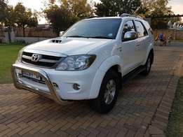 2007 Toyota Fortuner 3.0 d4d 4x4 Only 210000km FSH