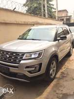 FORD EXPLORER XLT 2016 Silver Colour