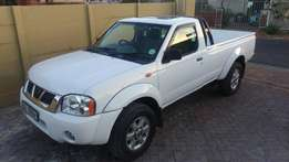 Nissan NP300 with canopy