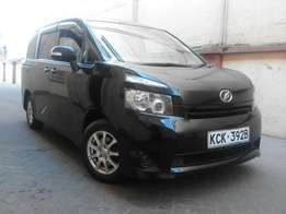 KCK, Black Toyota Voxy Full Option 8 Seater