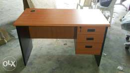 RE Quality Office Table