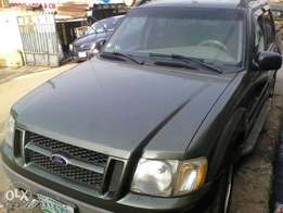Ford Explorer 2004 first body