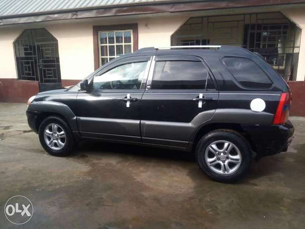 Clean Nigerian used Kia Spotage ,2006 Model Port Harcourt - image 4