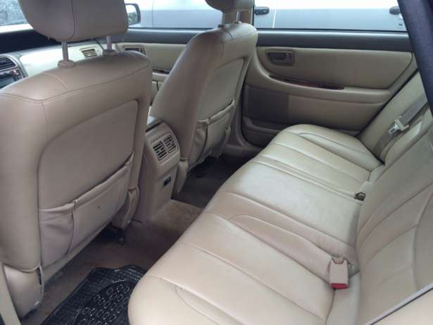 Super clean Nigeria used Toyota Avalon 2004 model. Agege - image 6