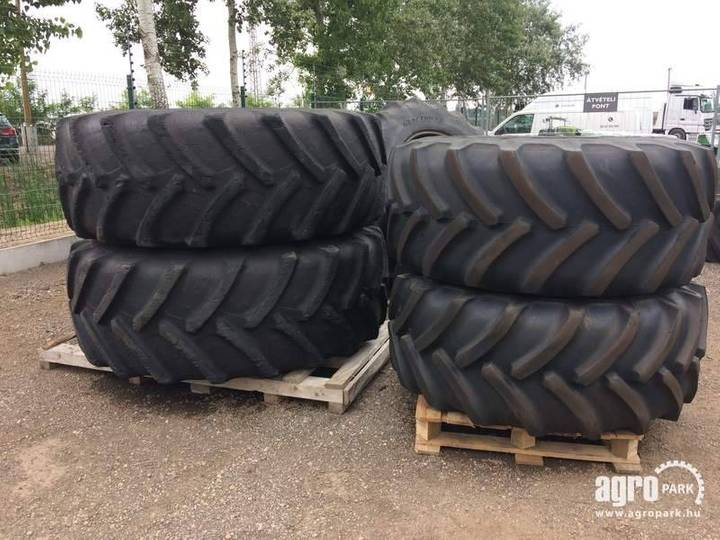 Rims With 2 Goodyear 600/70r30 And 2 Bkt 710/70r42 - 2013