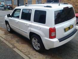 2010 Jeep Limited 2.4l VVT comfortline automatic with 77000km