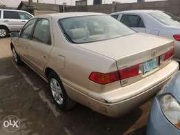 Toyota Camry LE (Xtremely Sharp)