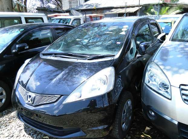 Black 2009 Honda Fit,1300CC,Grey Interiors,Dvd Player,Alloy rims Wheel Nairobi CBD - image 2