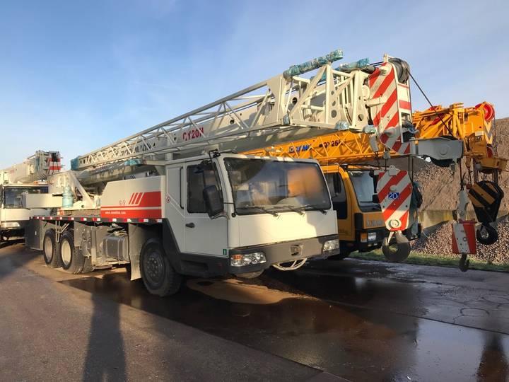 Zoomlion QY20H 20 Ton 6x4 Hydraulic Truck Crane - 2013
