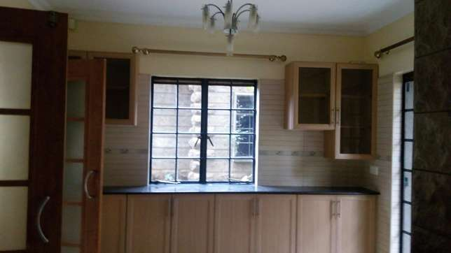 A 5 bedroom townhouse with a servant quarter for letting. Kileleshwa - image 3