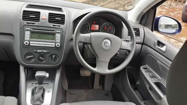 Vw golf fsi..very clean never used since import Nairobi CBD - image 3