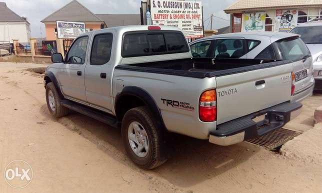 Toks Toyota Tacoma accident free full A C very clean truck Ibadan South West - image 1