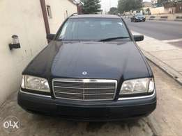 Neat cheap Tokunbor Mercedes Benz wagon