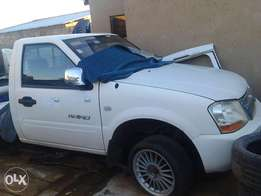 selling a bakkie rino gwm body with gear box.