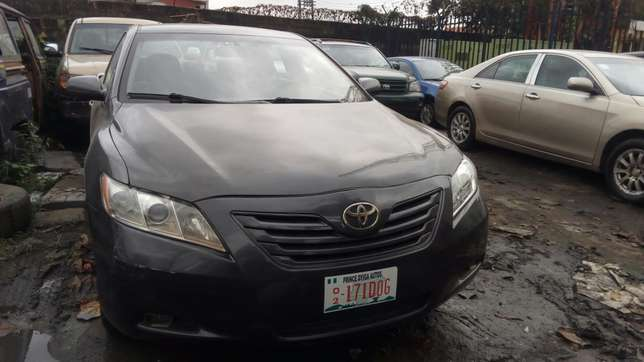 Clean 2009 Toyota Camry LE Yaba - image 4