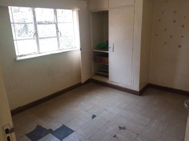 Elegant 4bedrooms bungalow for office, dsq, ample parking Set on 0.9Ac Lavington - image 5