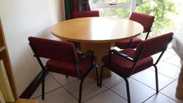 Round Oak Table & 4 padded chairs
