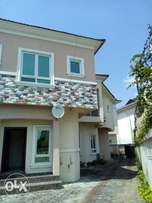 Perfectly built 5 bedroom fully detached duplex at southern view estat
