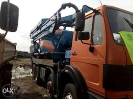 A foreign used Benz truck 10 cubic concrete mixer with pump