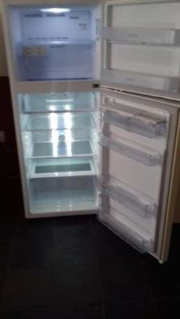 393L Super White Top Freezer/Fridge Randburg - image 4