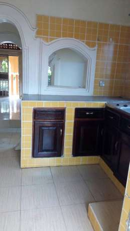 Executive two bedroom two toilet house for rent in ntinda at 650k Kampala - image 4