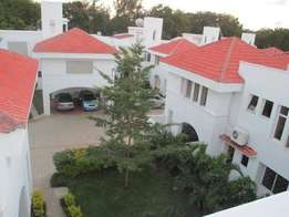 Executive 5 bedroom VILLA with SQ , Swimming pool and all En suites