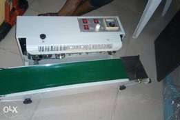 Table continues sealing machine
