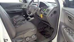 Hyundai Tucson 2005 in a very good conditionj and is priced to go
