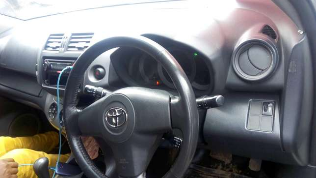 Toy Rav 4 2006 model 2400cc Nairobi CBD - image 4