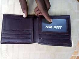 Men's Smoothly finished stylish wallets
