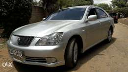Super clean Toyota Crown 2005 model