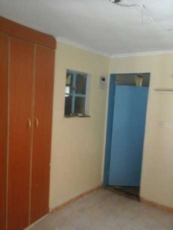 Well maintained 2 bedroom bungalow. Lavington - image 4