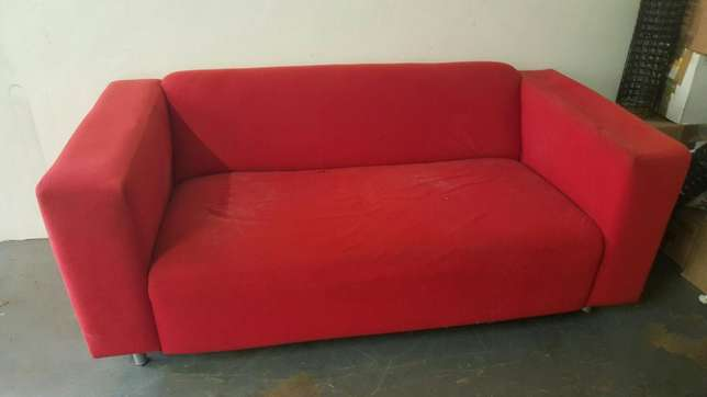 Used Red Couch - Perfect for refurbishment project Garsfontein - image 3