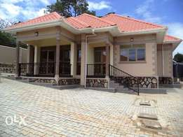 3 bedrooms alone in a compound newly constructed for rent in Katabi