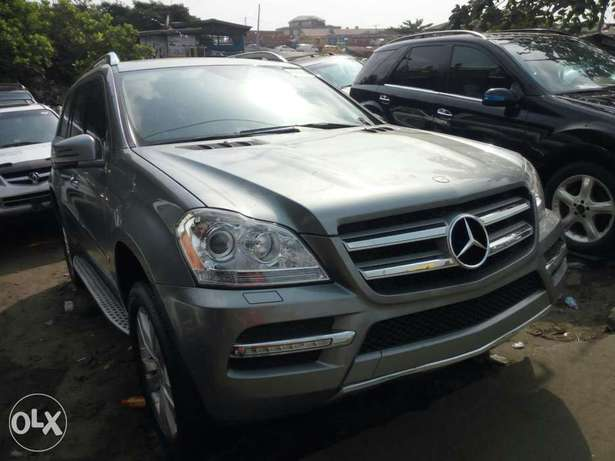 Foreign used 2012 Mercedes Benz Gl450 4matic. Direct tokunbo Apapa - image 2
