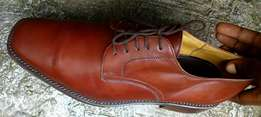 Brown leather lace up men shoe