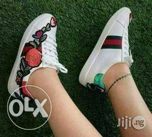 Ladies white flower details sneakers Lagos Mainland - image 1