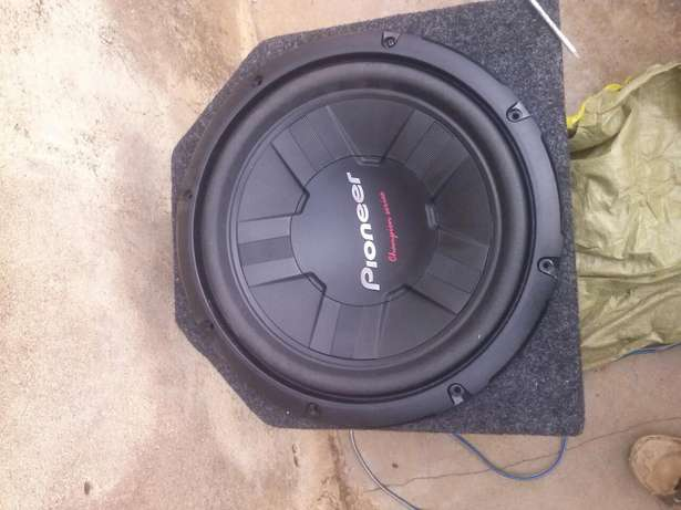 12inch 1000watts Kenwood car woofer in a testube cabinet.1 Siaya Town - image 3