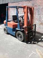 FORKLIFT TOYOTA 2.5 Ton high lift, excellent working condition.