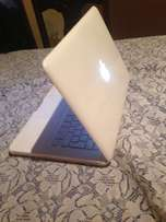 bargain Macbook unibody R2700