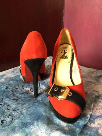 Red heels with buckled design South C - image 3