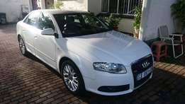 Audi A4 White sedan black interior 1.8T excellent condition ful hisory