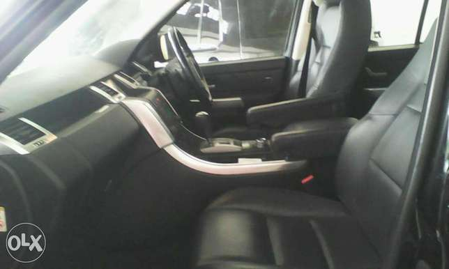Range Rover 2700 cc X UK loaded with sunroof Mombasa Island - image 2