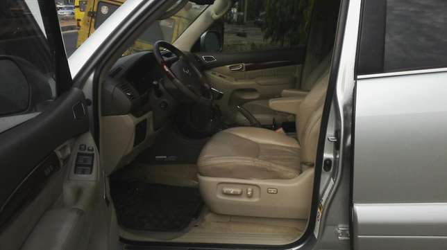 Nigerian used toyota Lexus first body very clean Agege - image 6